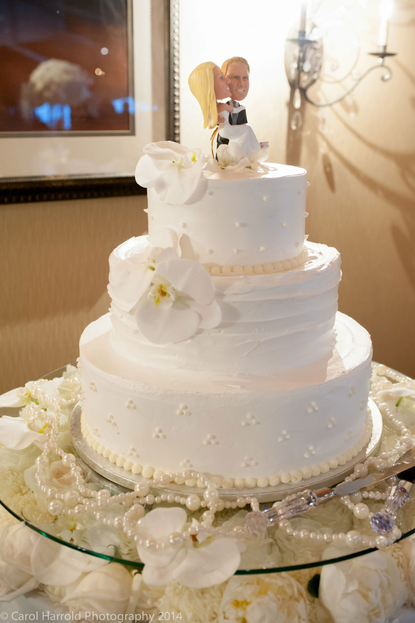 8Seattle-Floral-Design-wedding-cake-flowers-under-the-glass ...