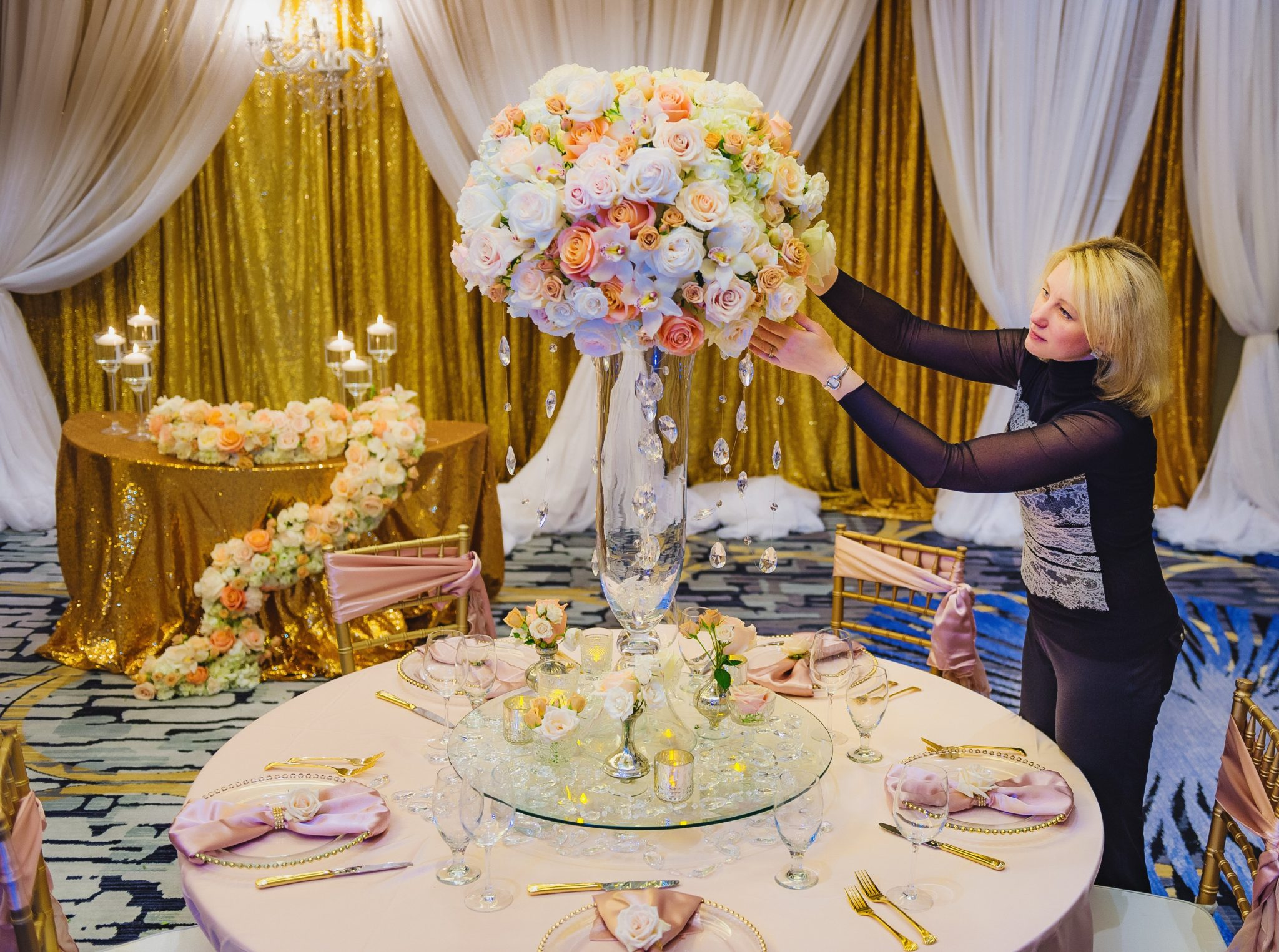 Seattle floral Design Lana Spagnoli arranging centerpiece flowers