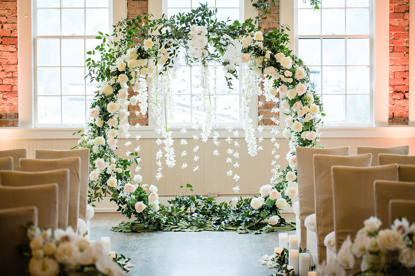 seattle-floral-design-seattle-weddings-ceremony-circle-arch