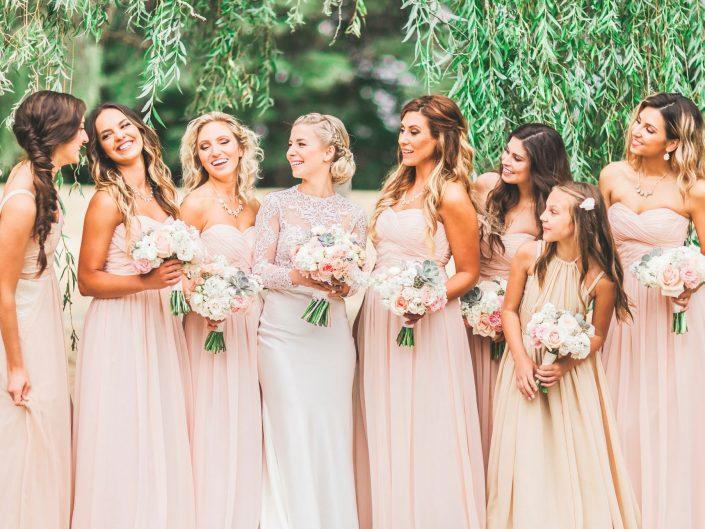 Bride with bridesmaids roses hydrangea succulent dusty miller